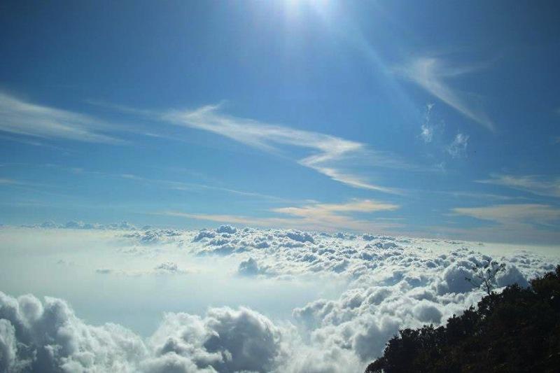 Pendakian Gunung Ciremai: Negeri Terindah di Atas Awan