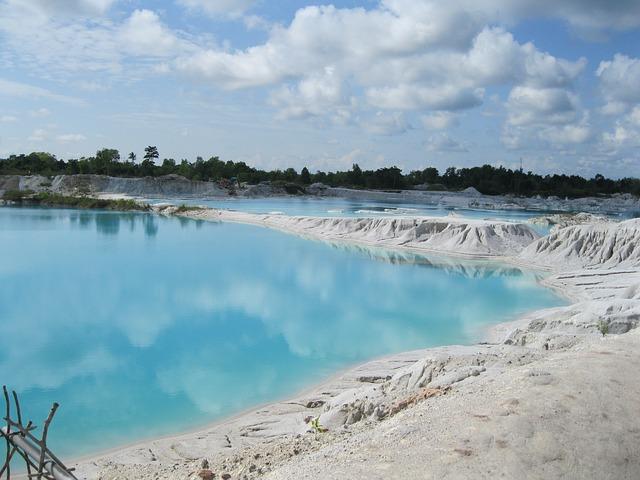 objek wisata belitung danau kaolin