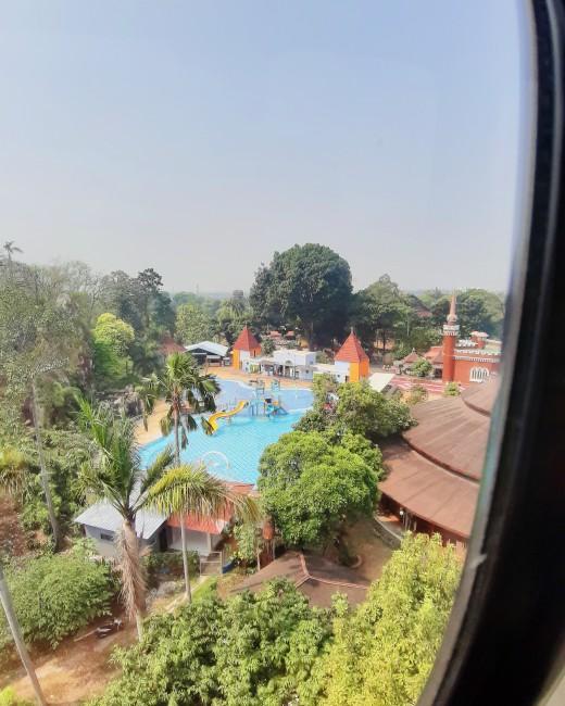 berenang di Taman Mini Indonesia Indah
