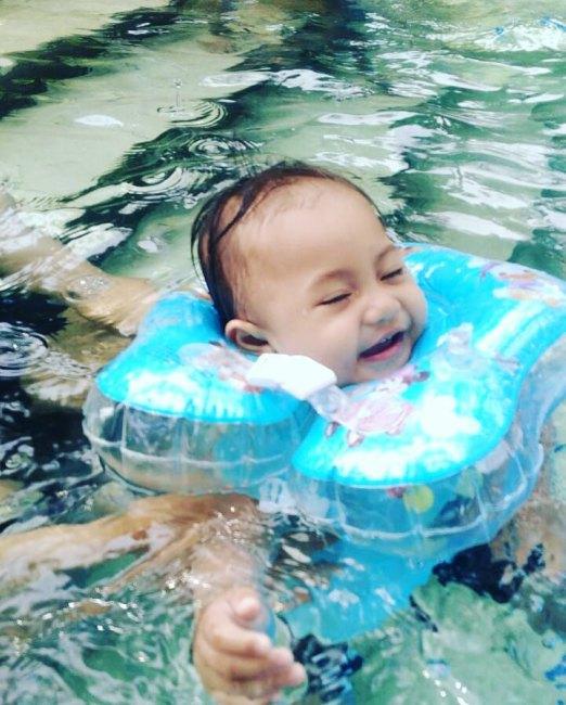 berenang di waterboom lippo cikarang