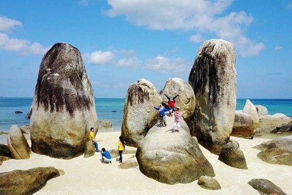 objek wisata pulau berlayar belitung