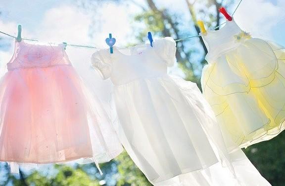 menggunakan pelembut saat mencuci pakaian