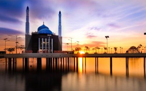 masjid amirul mukminin makasar