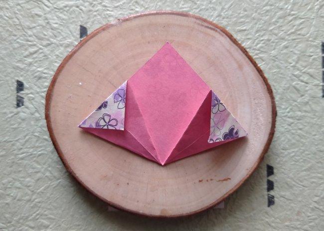 lipat segitiga origami ke bawah